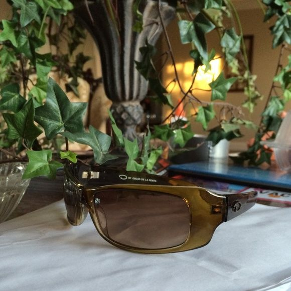 O by Oscar de la Renta sunglasses Great used condition. I had lost the case. Oscar de la Renta Accessories Sunglasses