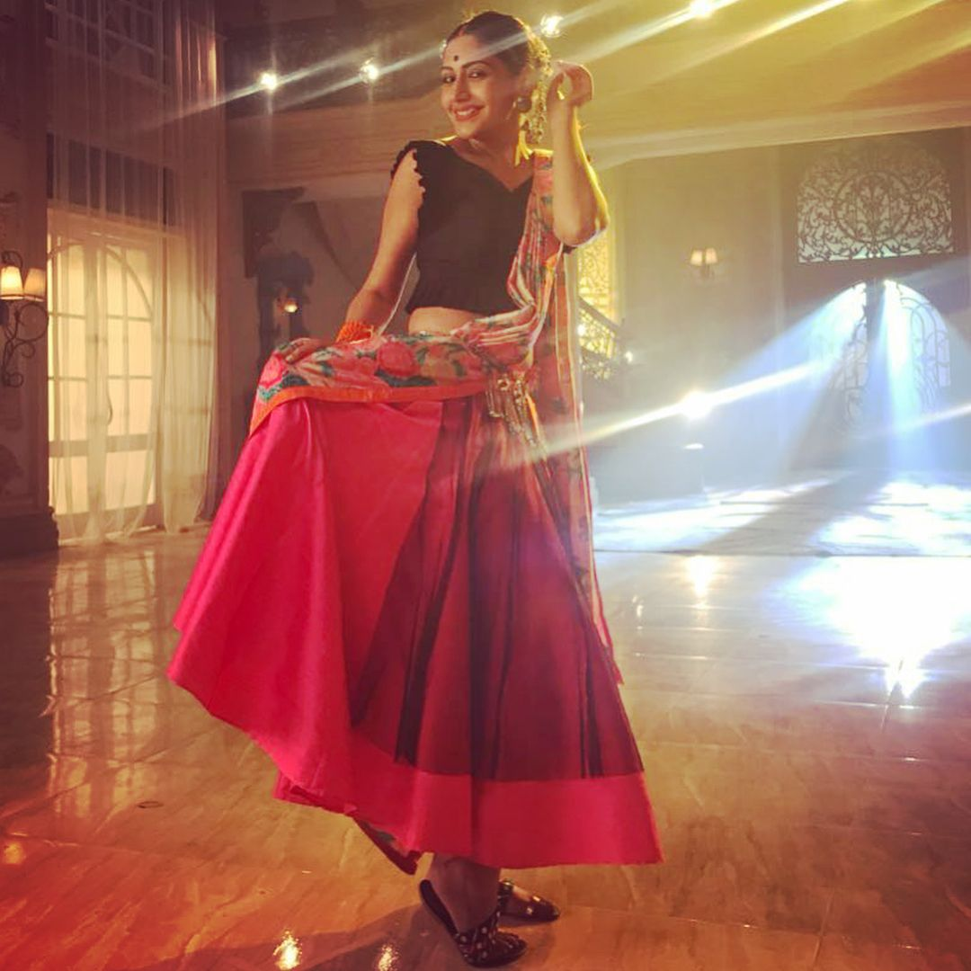 I Had Major Butterflies When I Was To Play Kumari Rosie Rani But Reading The Good Things You All Have To Say Abou Surbhi Chandna Indian Tv Actress Cool Outfits