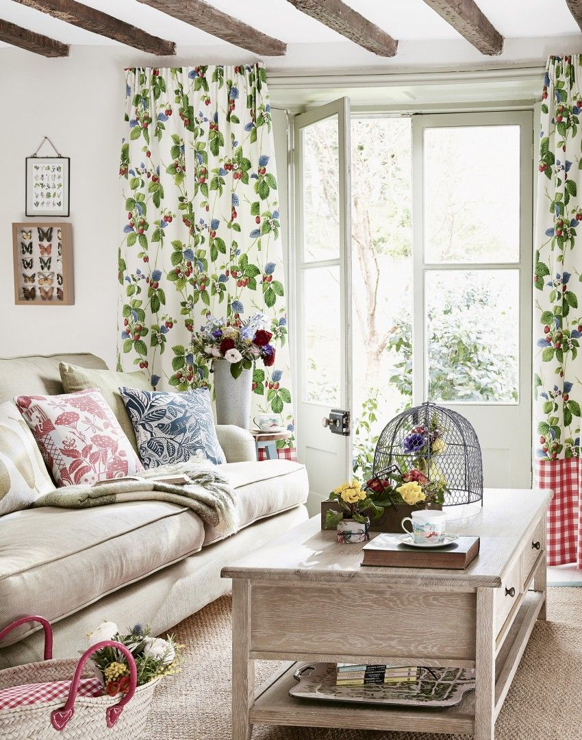 Neutral country living room with strawberry patterned curtains decoraci n del hogar - Pinterest decoracion hogar ...