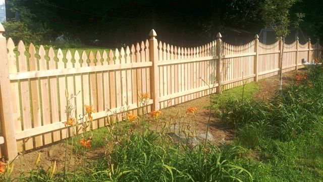 Scalloped Gothic Wood Picket Fence With Gothic Post Caps Wood Picket Fence Backyard Fences Picket Fence