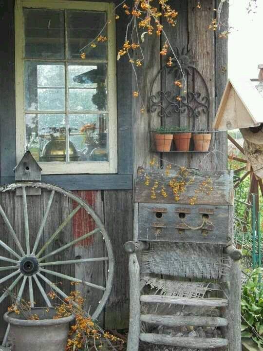 Country porch deko pinterest wagenrad vintage deko for Wagenrad dekorieren