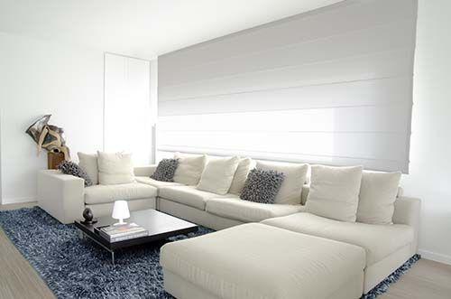 Ook in strakke interieur zijn vouwgordijnen ideaal woonkamer