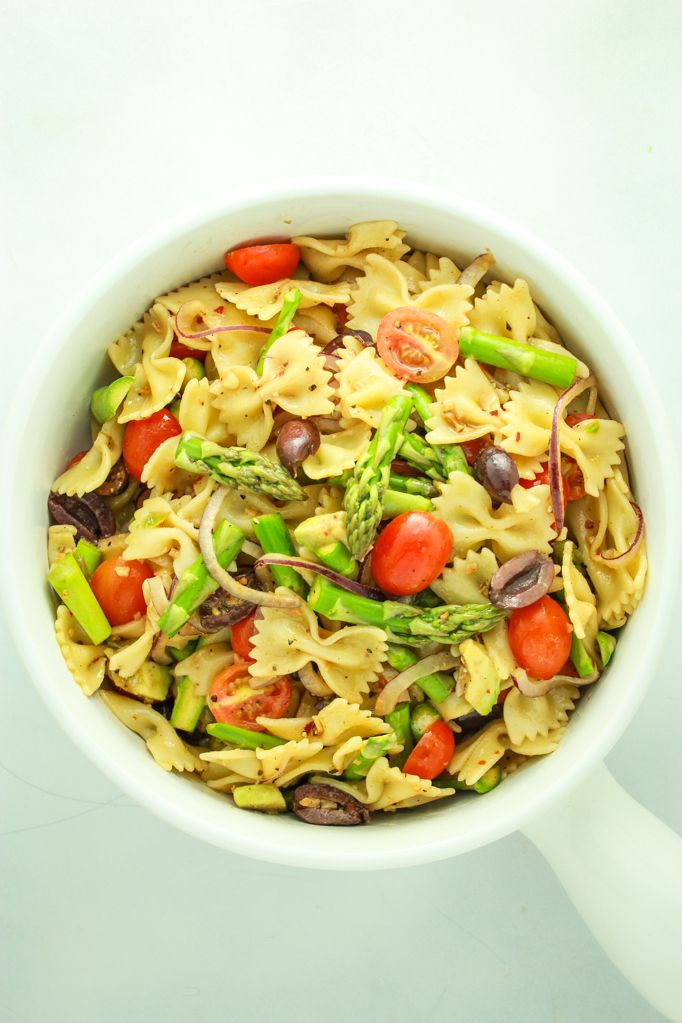 This Vegan Pasta Salad Recipe Couldn T Be Easier Prep The Veggies And Dressing While The Pasta Boils And Mix Vegan Pasta Salad Vegan Pasta Pasta Salad Italian