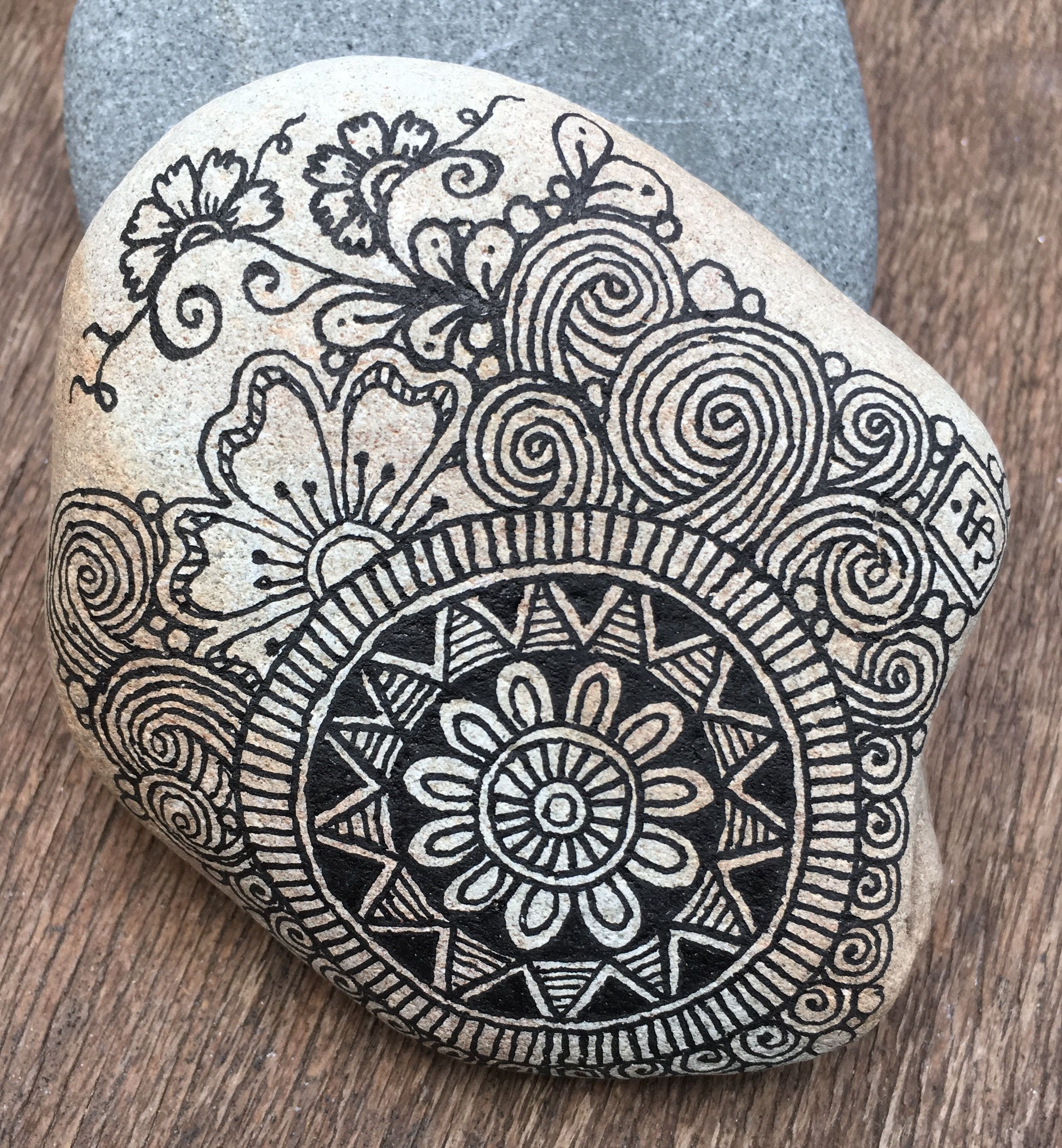 fb razrocks zentangle zia steine deko pinterest steine bemalte steine und steine bemalen. Black Bedroom Furniture Sets. Home Design Ideas