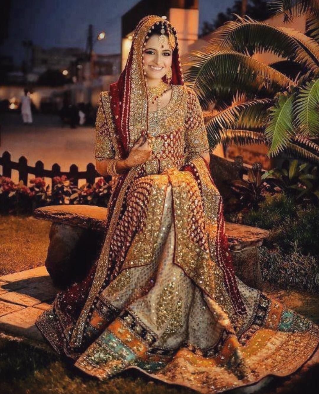 Bronze glitz with hints of traditional red can never go wrong with a ...