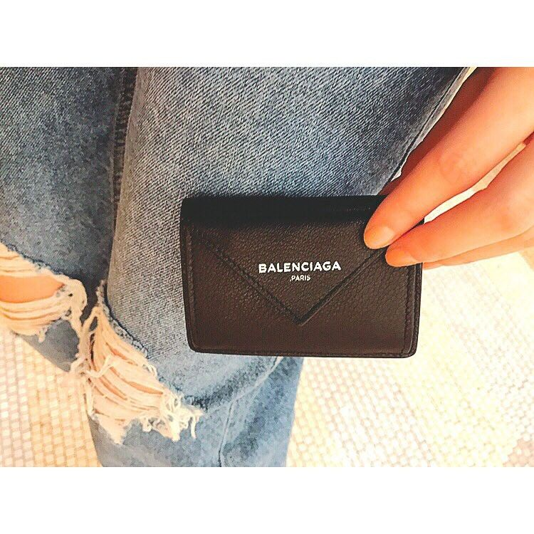 """163ba162d5e421 小さな財布が欲しくて探していたら 一目惚れして購入😊 凄く小さいのにお札も入るし、 お手紙の様なデザインにきゅん。 #BALENCIAGA#財布"""""""