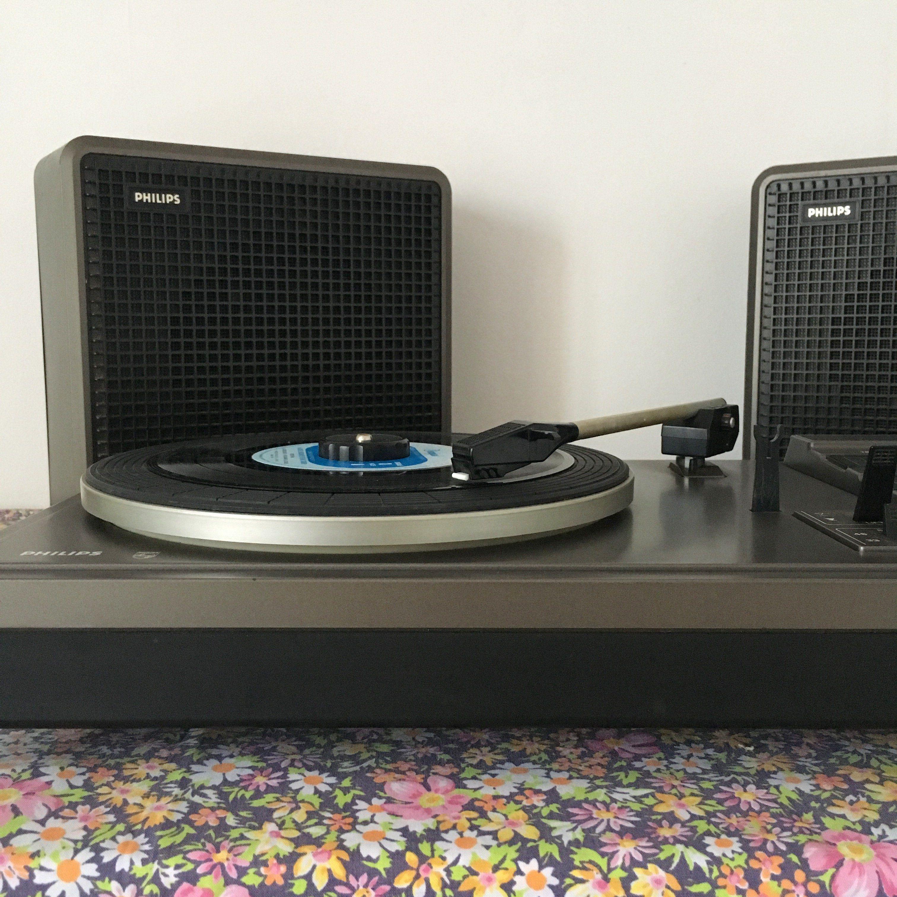 orangevertevintage platine tourne disque vintage philips 381 autour de mon enfance platine. Black Bedroom Furniture Sets. Home Design Ideas