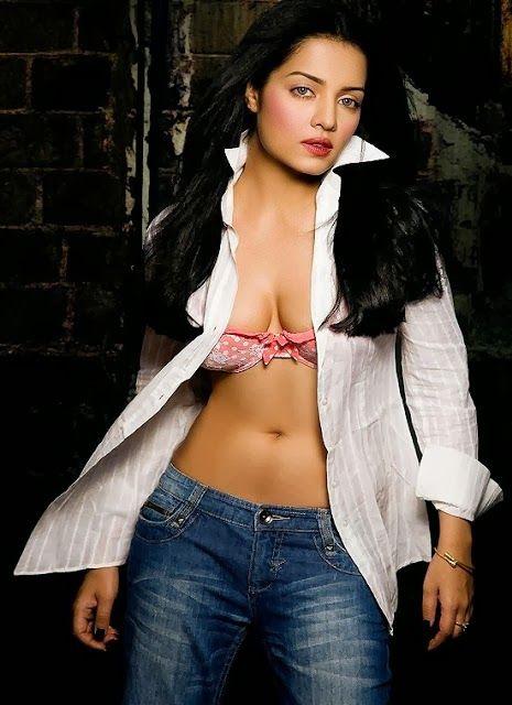 Olivia Munn Tits