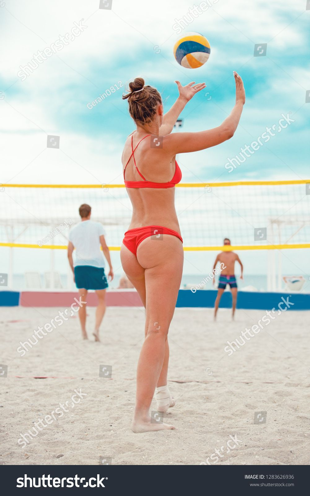Volleyball Beach Player Is A Female Athlete Volleyball Player Getting Ready To Serve The Ball On The Beach Ad Female Athletes Volleyball Volleyball Players