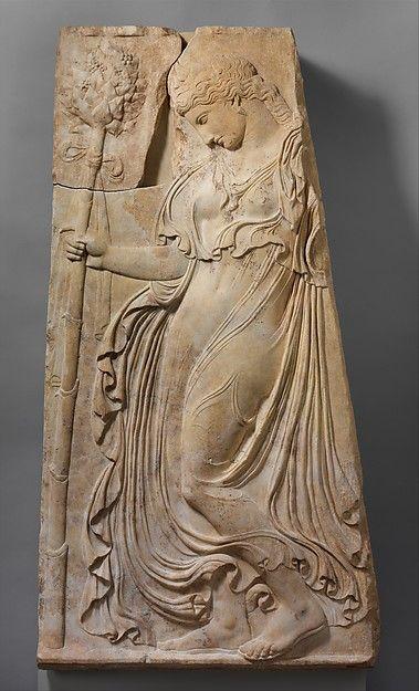Maenads eram mulheres míticas inspiradas pelo deus do vinho, Dionysos, para abandonar seus repousos e famílias e vaguear as montanhas e as florestas, cantando e dançando em um estado do frenesi extático.