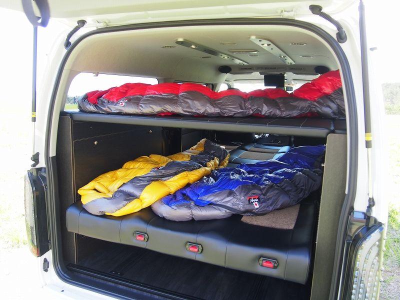 2段ベッドにnanga ナンガ のシュラフで車中泊 ハイエース 車中泊 キャンピングカー