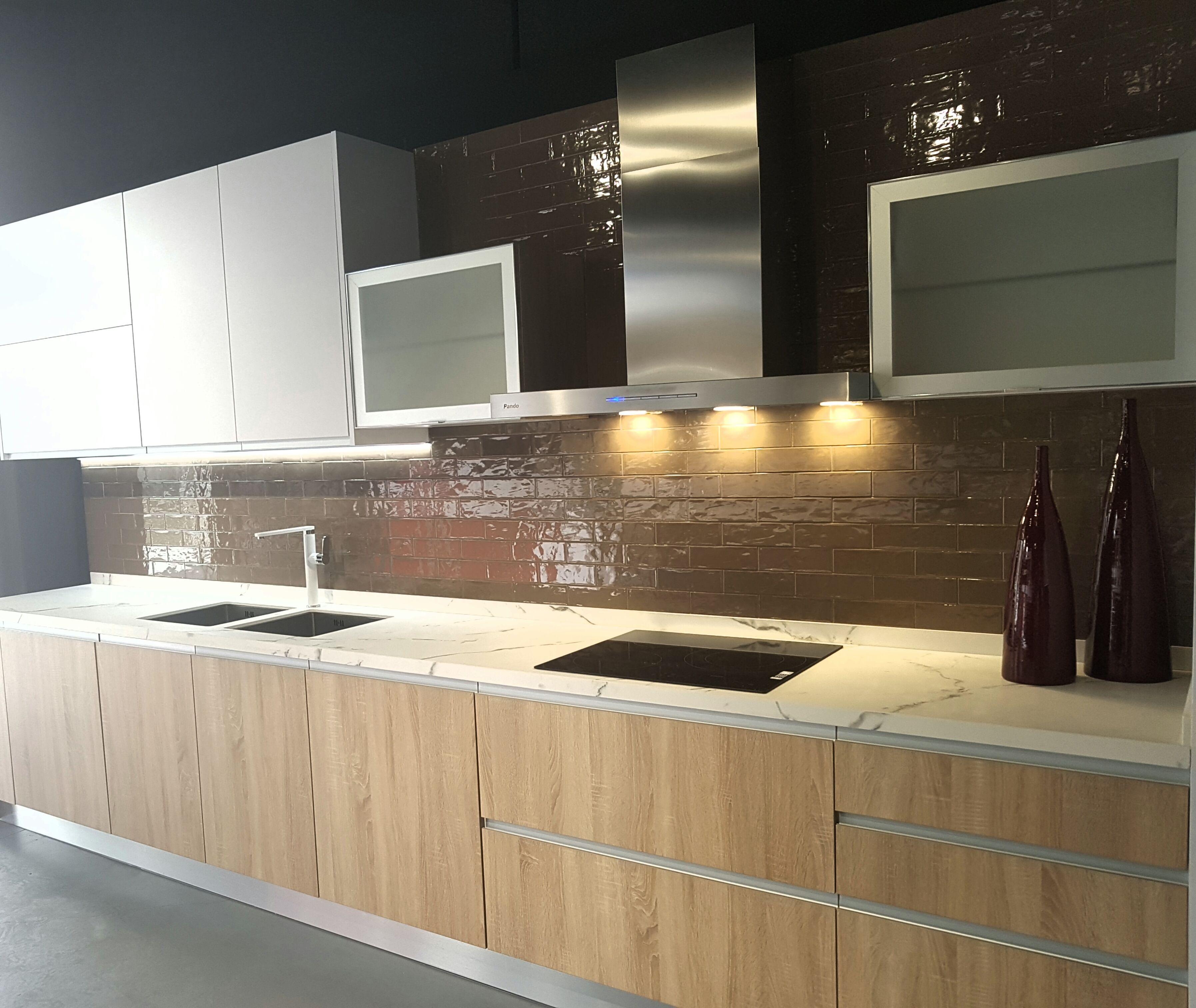 Campana de cocina de pared pando p 825 azulejos chiva - Campana de cocina ...