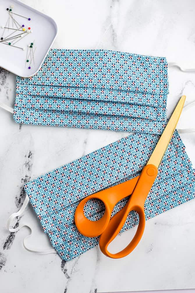 Photo of A free pattern for a DIY fabric face mask to sew for hospita…
