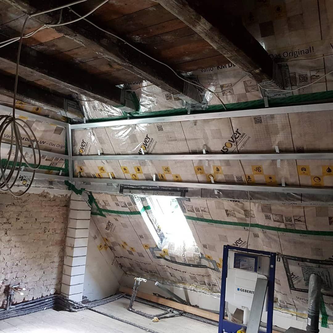Das Badezimmer im Obergeschoss hat nun auch eine Trockenbau Decke