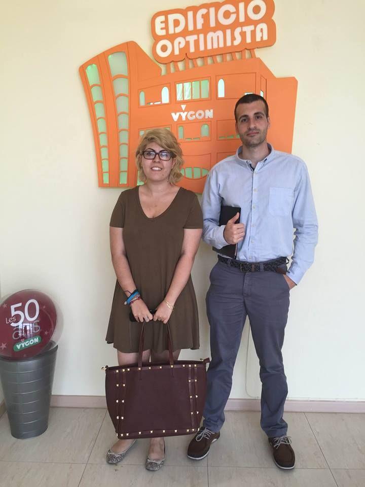 Hace unos días se acercaron a nuestro #EdificioOptimista dos estudiante del Máster en Dirección y Gestión de RRHH del Centro de Estudios Financieros (CEF) de Valencia, interesados en nuestro modelo de gestión para su proyecto de fin de carrera.  ¡Os deseamos muchísimo éxito! #ContagiandoOptimismo