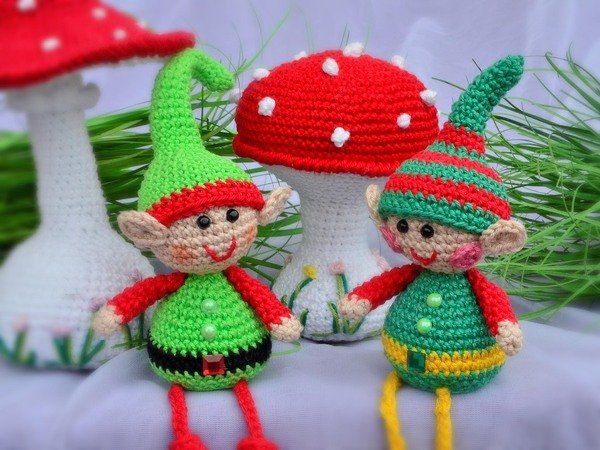 Photo of small edge stool autumn elf or winter elf elf elf pocket dangler with 2 caps