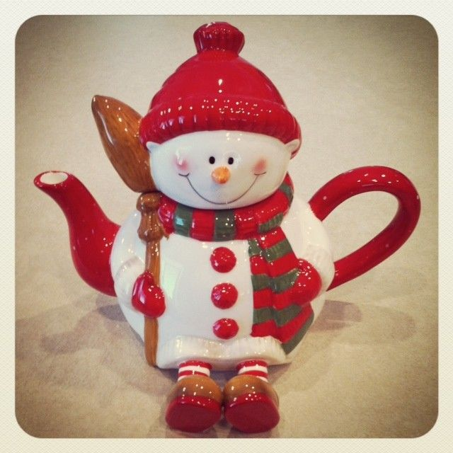 This is a one of a kind holiday teapot. The previous manufacturer went out of business and this is the last one available. Deck the halls or entertain with this adorable 32 oz snowman teapot. Hand wash only.