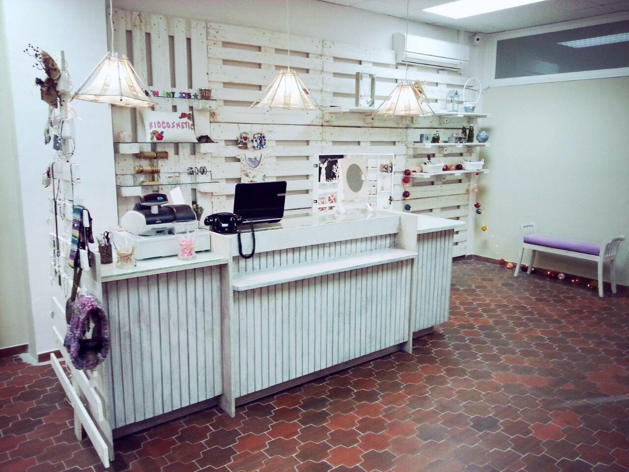 Te Atreves A Decorar Tu Tienda Con Palets Local Pinterest  # Muebles Necesarios Para Una Tienda De Ropa