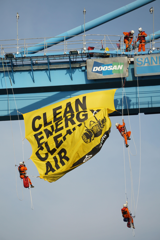 Greenpeace Indonesia Activists Climbed The Crane Of Grab Ship