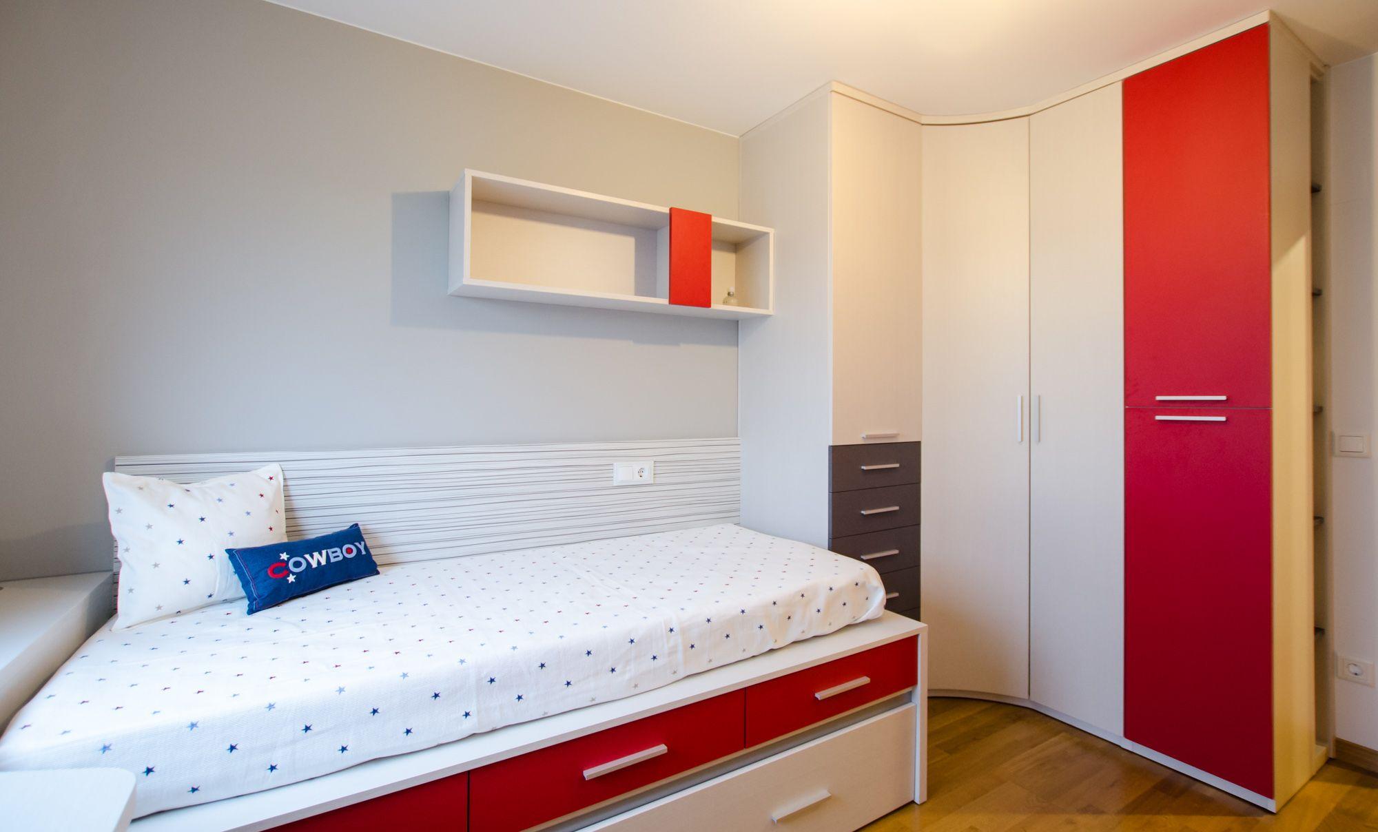 Habitaci n juvenil moderna de dise o a medida con el friso - Diseno habitacion juvenil ...