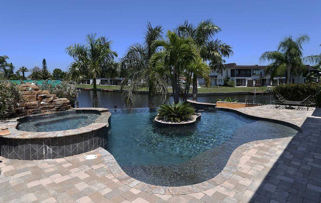 Villa Cape Coral Private 5 bedroom+ office & game room, 3