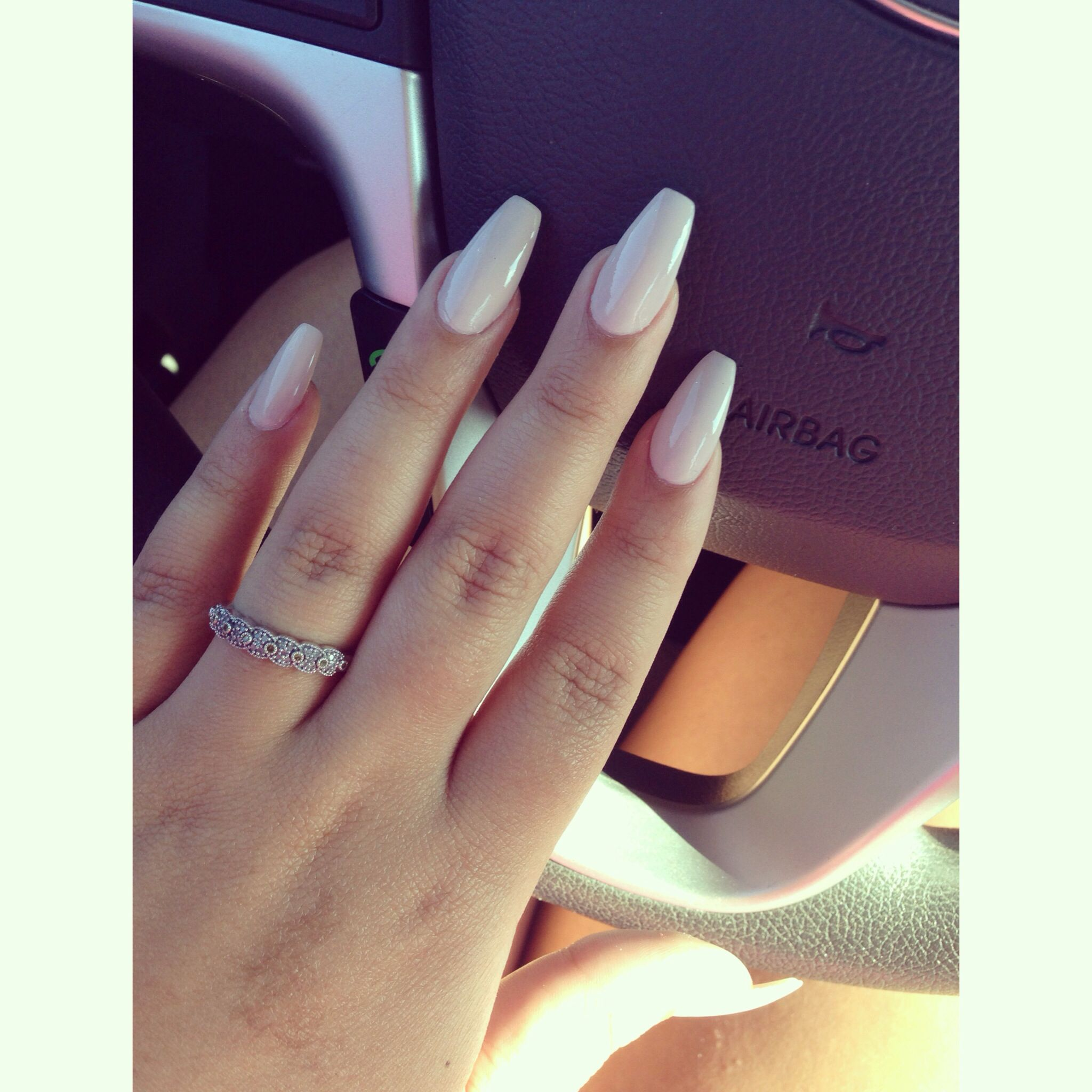 Nude Coffin Nails | Nails | Pinterest | Nageldesign und Nagelschere