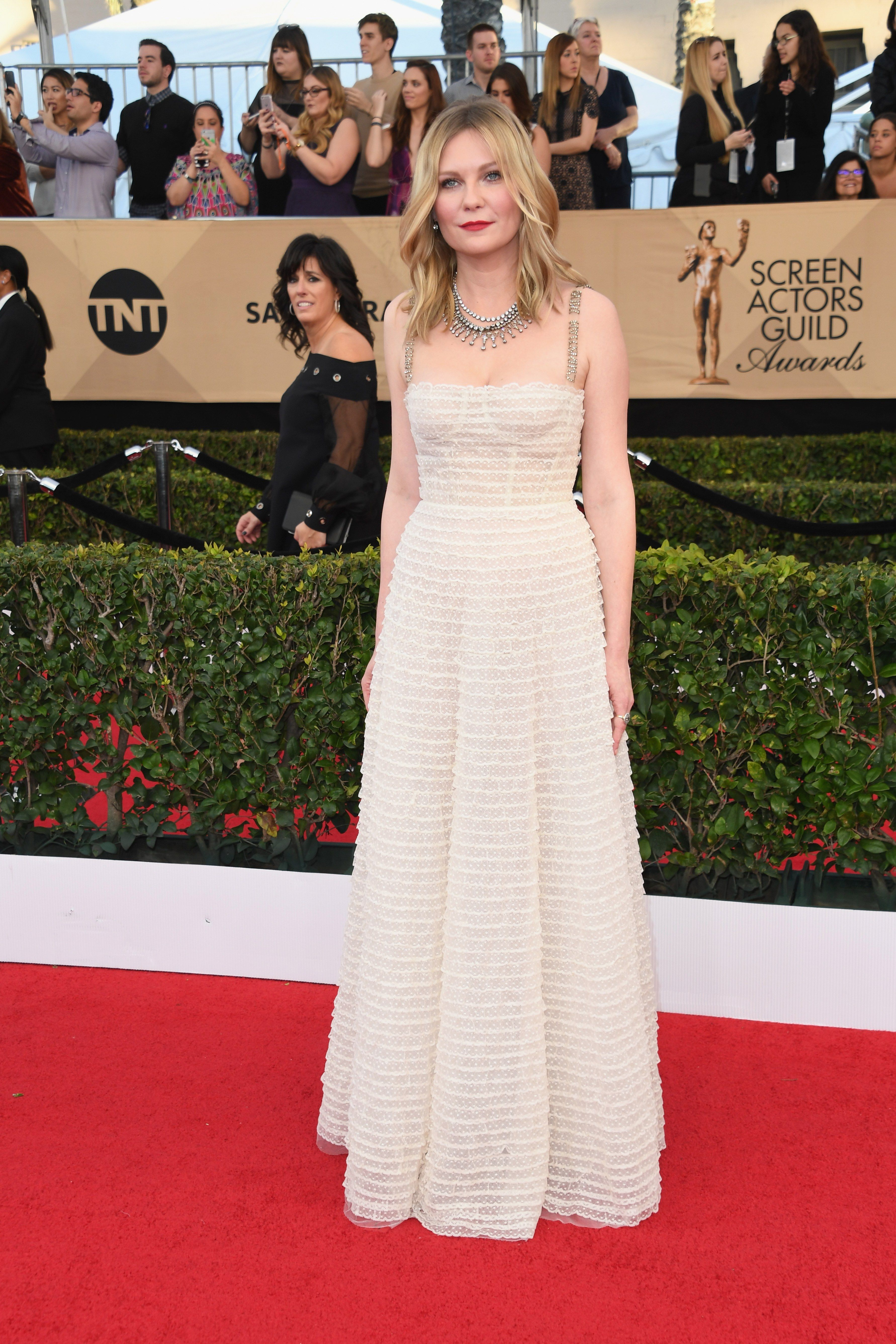 Kirsten dunst master of vintage has nailed it on the red carpet