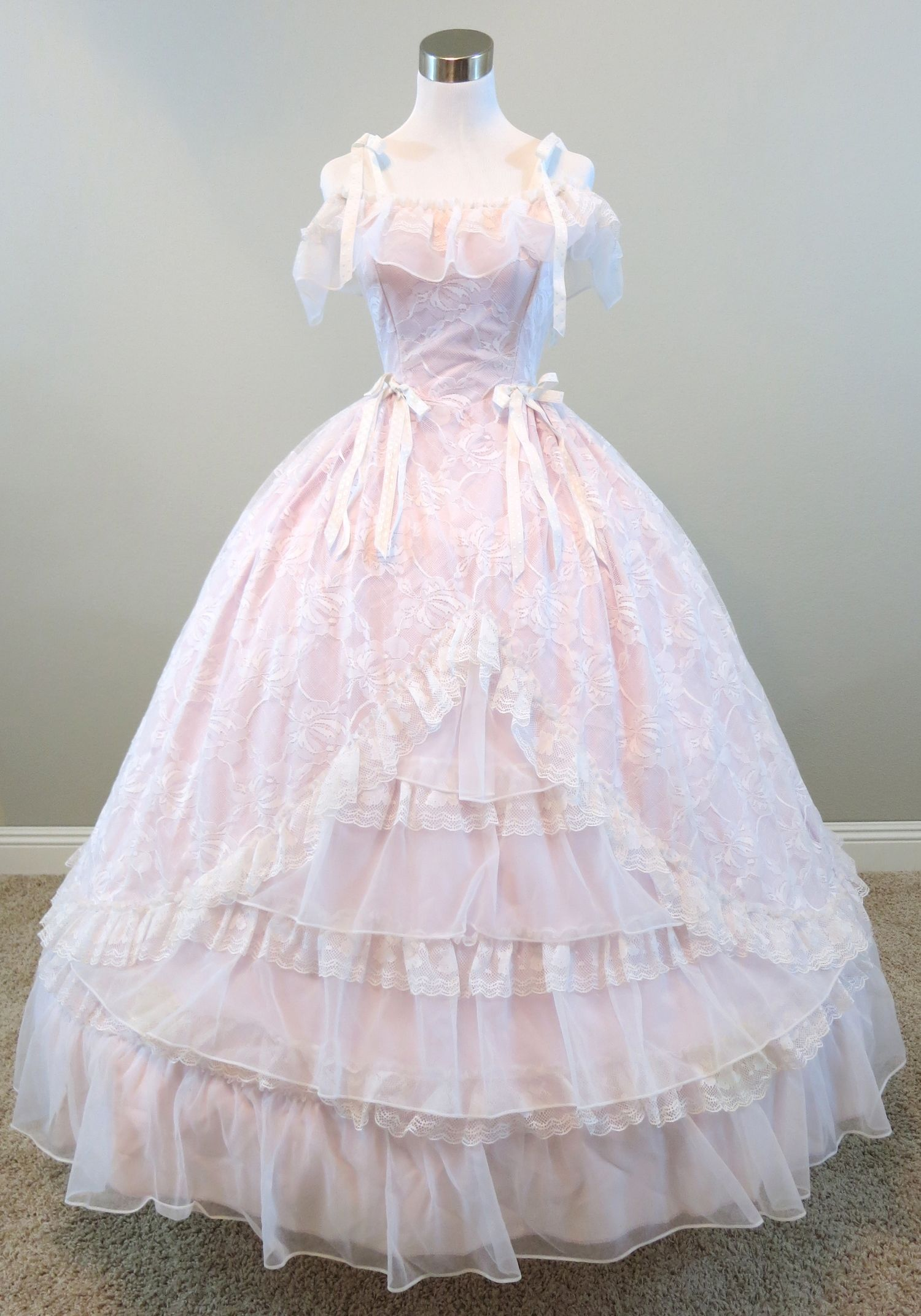 KA Old South Ball - Pink   White Lace Gown (waist - 26