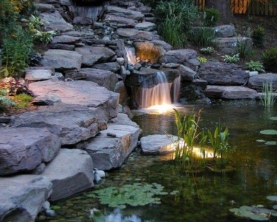 Sublime jardin et grand bassin d\'eau avec ses plaques de granit ...
