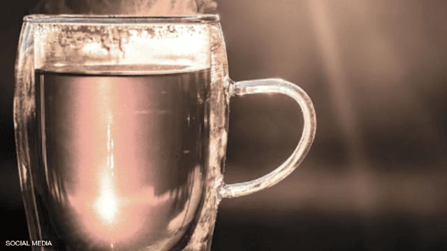يحرص الناس في العادة على شرب الشاي أو القهوة حين يستيقظون من النوم لكن الأطباء يوصون بمشروب آخر ويقولون إنه يعود بمنافع صحية Beer Mug Beer Glasses Glassware