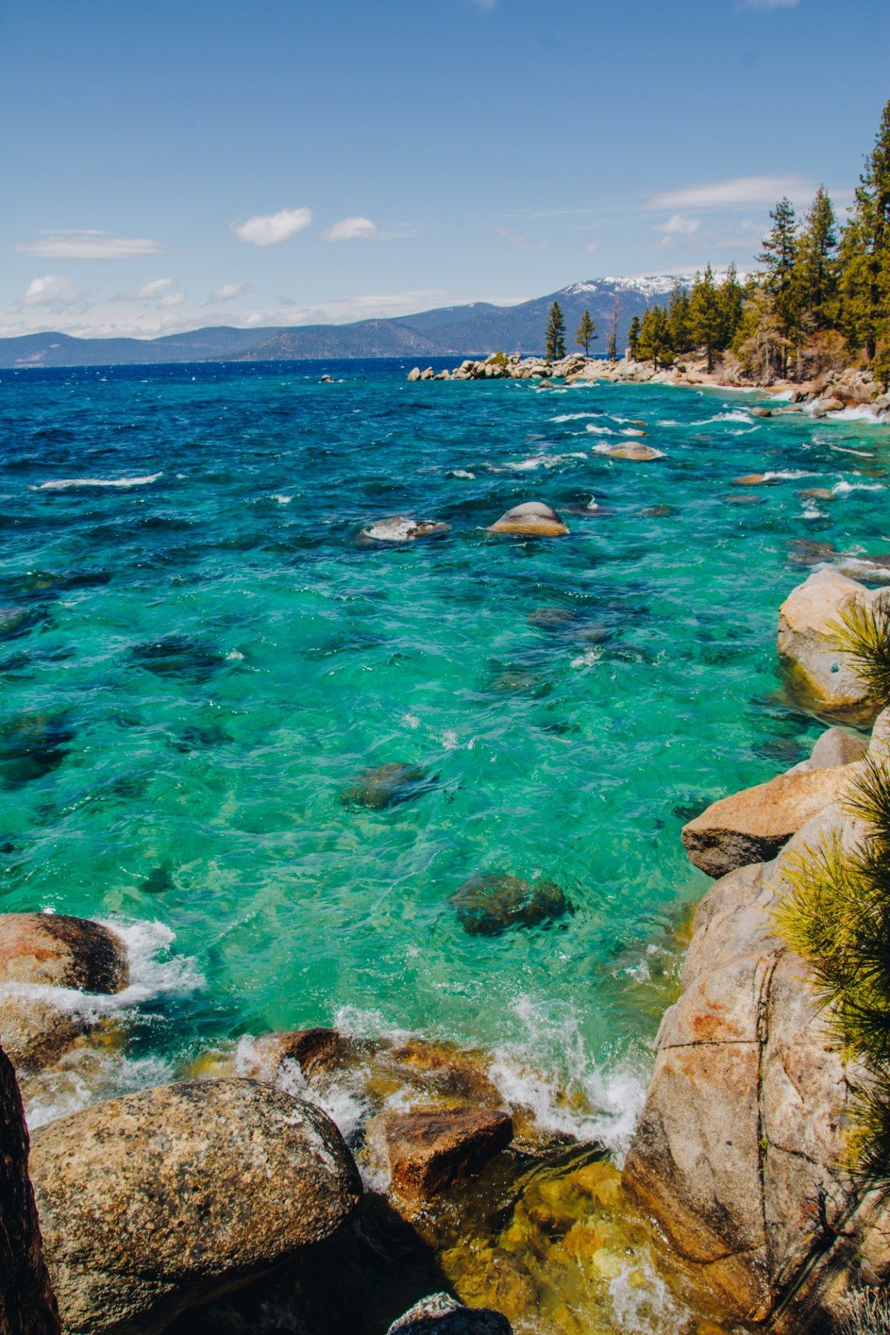 Lake Tahoe Is A Large Freshwater Lake In The Sierra Nevada Mountain Nevada 1280 1920 Sierra Nevada Mountains Lake Tahoe Sierra Nevada