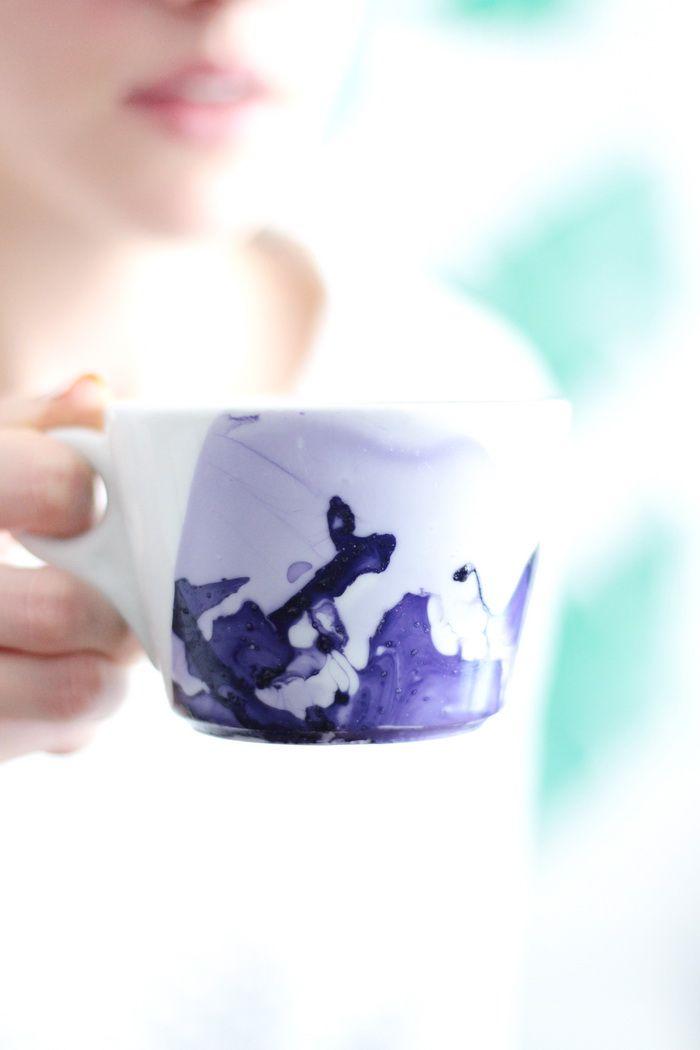 DIY marmorierte Tasse