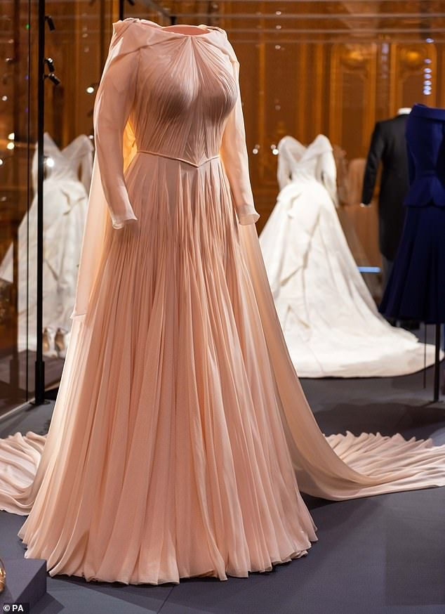 Windsor Castle Will Display Princess Eugenie S Wedding Dress Second Wedding Dresses Royal Wedding Dress Eugenie Wedding