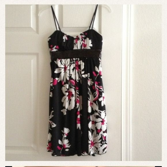 Dress Flower dress, padded cups, black sequence detail around the high waist, ties in the back, lined. Never worn. Dresses