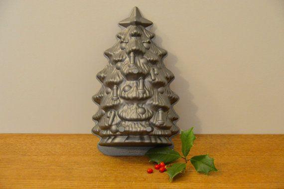 Nordic Ware 3d Non Stick Christmas Tree Cake Pan Bundt