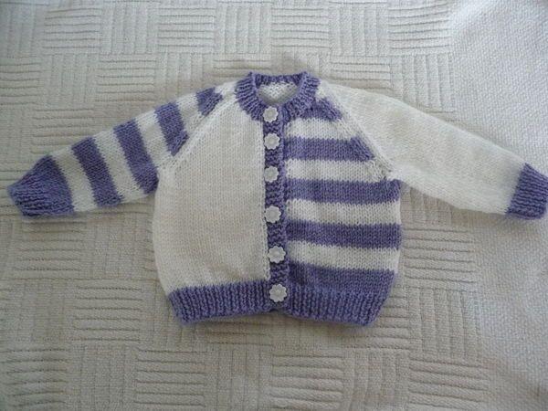 Purple and white baby cardigan häkeln Purple and white baby cardigan häkeln , Purple and white baby cardigan Lila und weiße Baby Strickjacke knitting ideas...