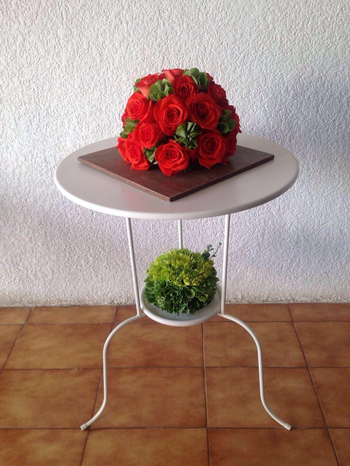 Arreglo De Flores Con Técnica De Topiario En Base De Madera