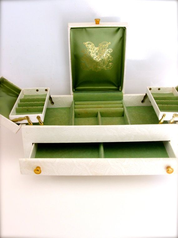 RESERVED Lady Buxton Jewelry Box Vintage Jewelry Box storage Green