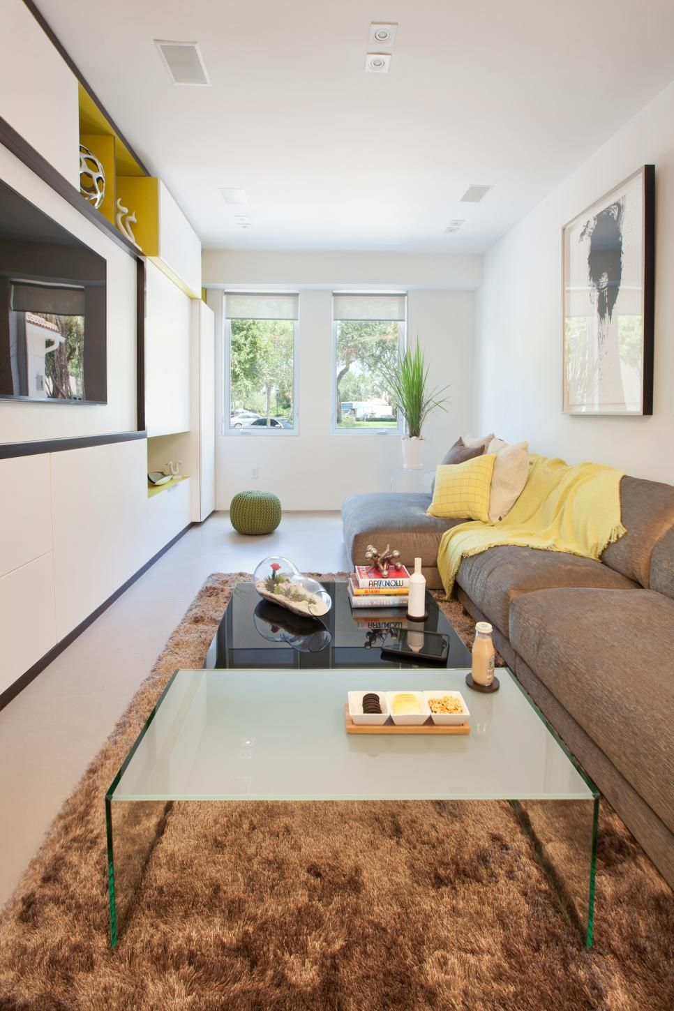 An Overstuffed Sofa And Casual Accessories Give This Narrow Living Room An  Inviting Charm While Streamlined