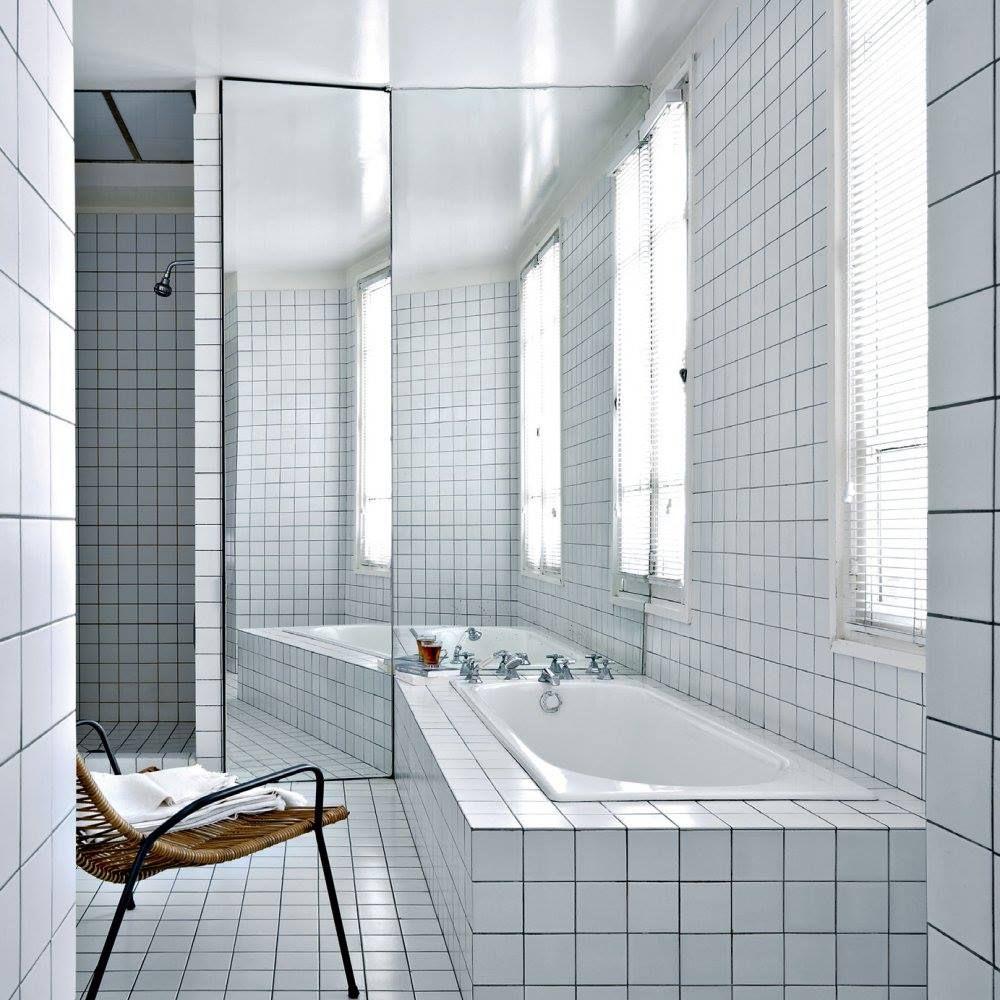 Salle de bain toute blanche bathroom en 2019 salle de bain baignoire encastr e et salle - Salle de bain toute blanche ...