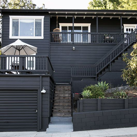 come to the dark side 14 totally chic black houses flats entrance. Black Bedroom Furniture Sets. Home Design Ideas