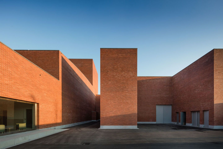 Álvaro Siza, Aresta Arquitectura, João Morgado · Public Auditorium in Llinars del Vallès. Barcelona · Divisare