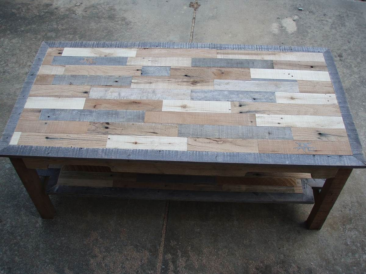 Conklin coffee table pallet wood coffee table series knotthead nate custo - Table a manger palette ...