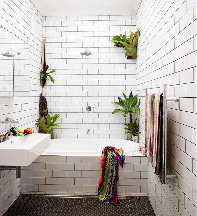 10 Insanely Beautiful Apartments Bathroom No Window Plantas En El Bano Banos Oscuros Ventanas Para Bano