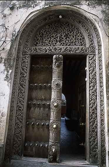 Africa Door In Zanzibar Photographer Unknown Coole Turen Alte Turen Fenster Und Turen