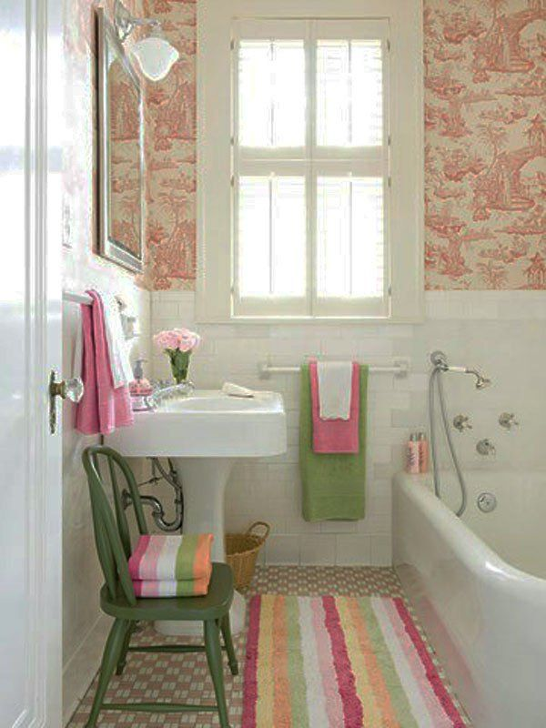 Kleine Badezimmer Rosa Grün Stuhl Wanne Teppich Idee