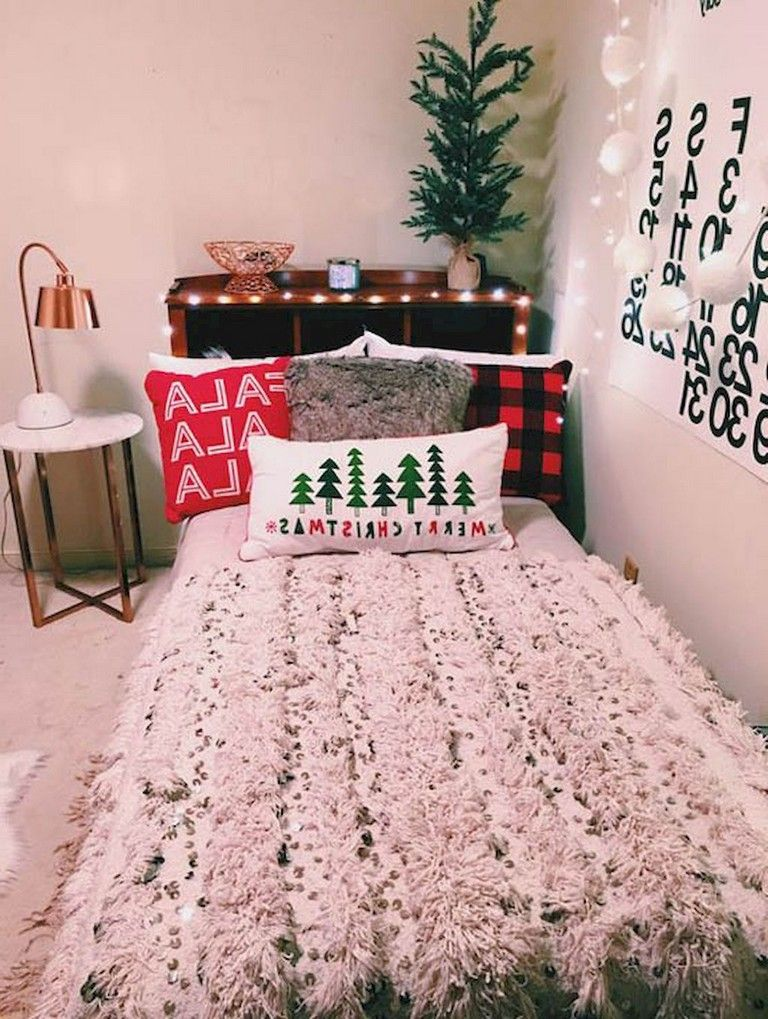 48 Straightforward And Easy Christmas Bedroom Decorating