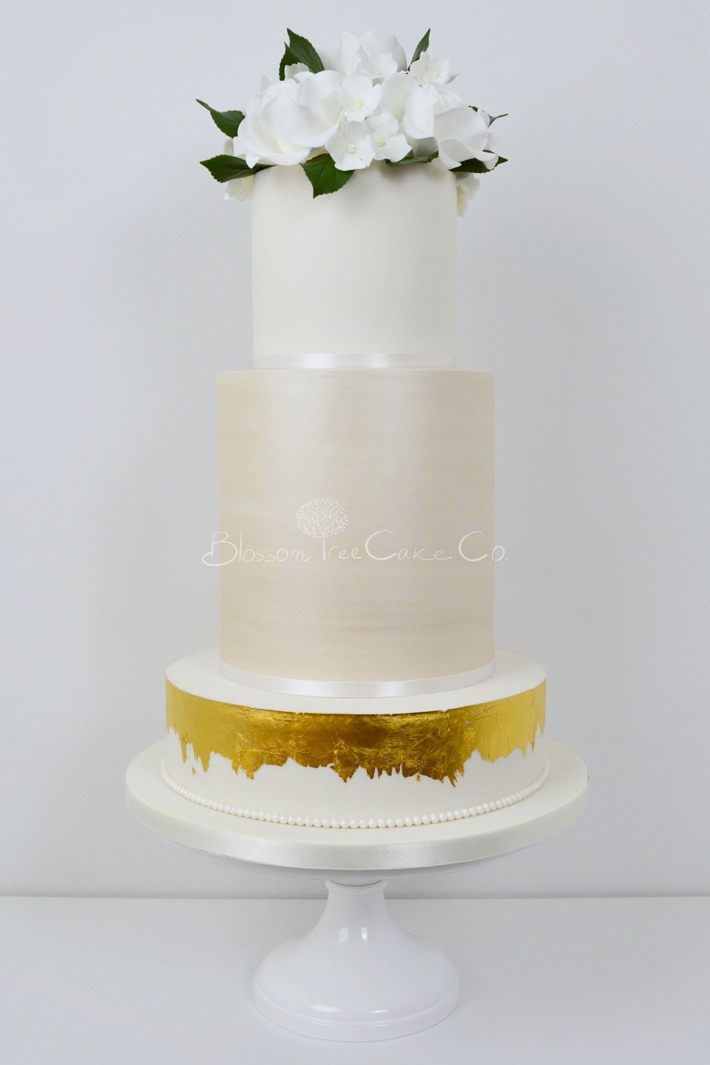 Champagne and White Roses wedding cake by Blossom Tree Cake Company ...