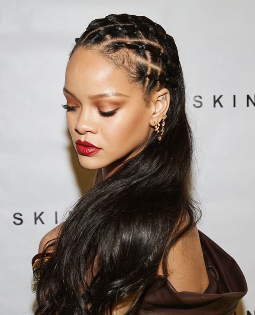 Pin By Pam Torres On Riri In 2020 Rihanna Hairstyles Skin Rihanna Hair Styles
