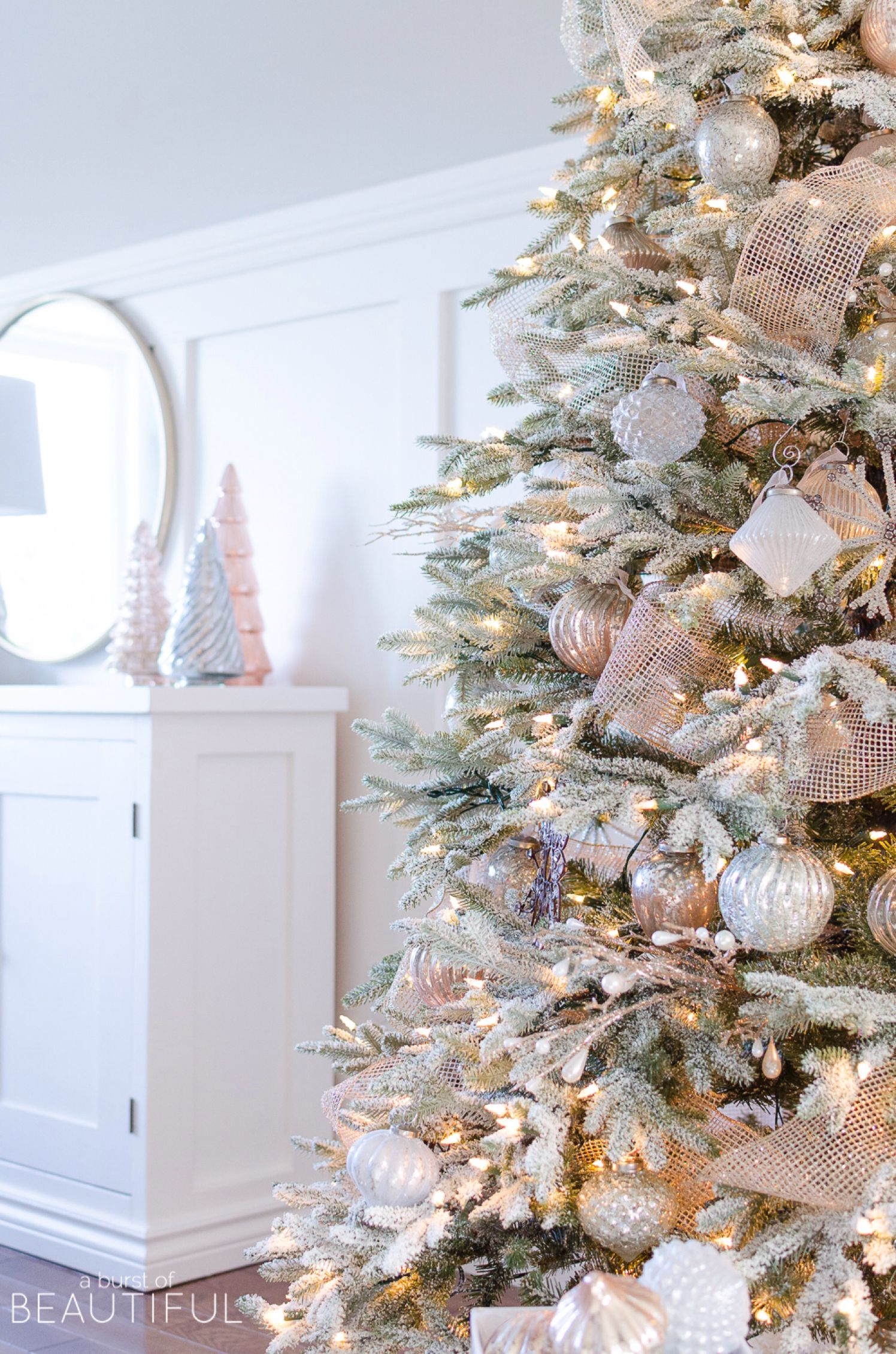 A Snowy Flocked Christmas Tree | Christmas Tree | Pinterest ...